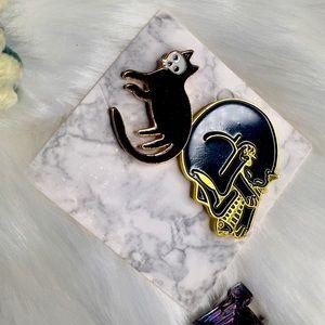 Skull-masked Black Cat + Skull Cat with Fish Pins